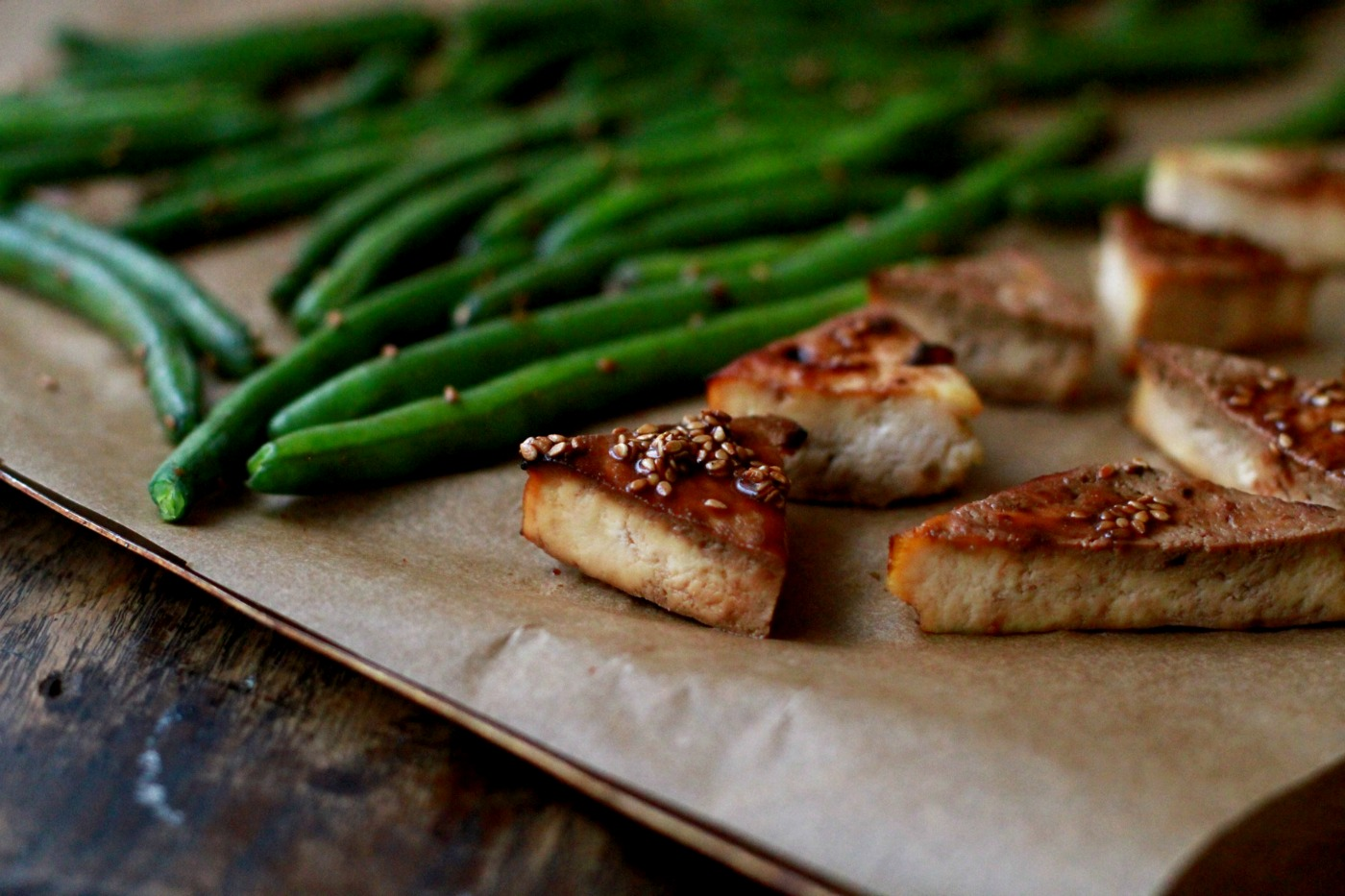 sheet pan tofu and green beans